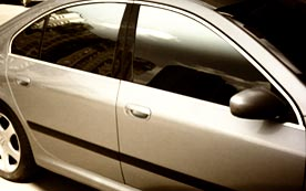 Как самостоятельно снять тонировку со стекол автомобиля