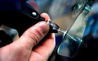 Как остановить трещину на лобовом стекле своими руками?