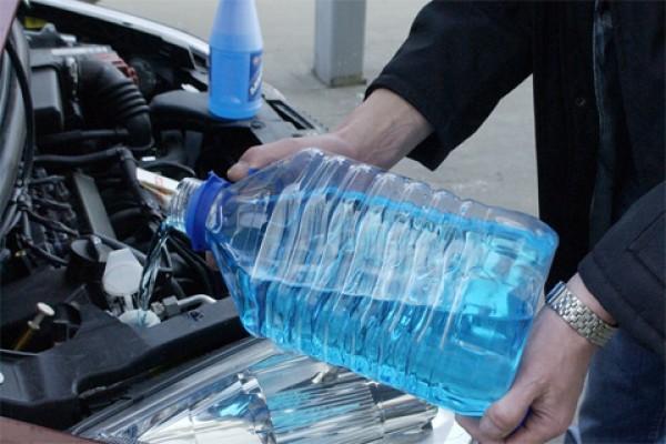 Можно ли смешивать антифриз с водой.