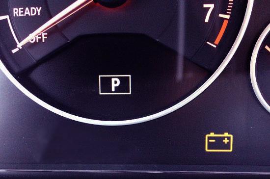 панель приборов в автомобиле